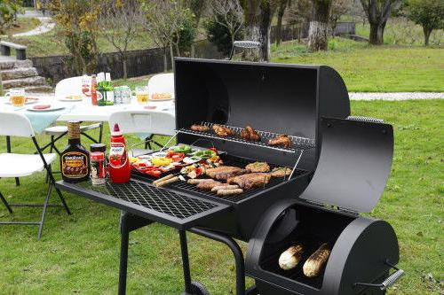 Royal Gourmet Charcoal Grill CC1830F Space
